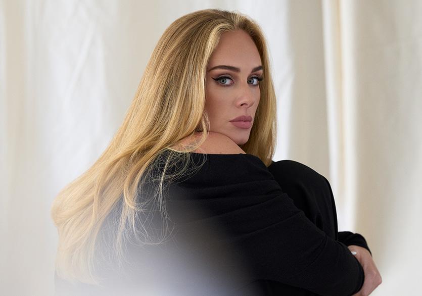 """Adele """"Easy On Me"""" ile Geri Döndü"""