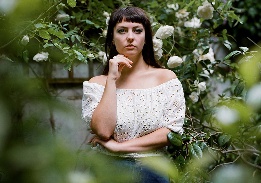 Angel Olsen Yeni Albümü Whole New Mess'i Duyurdu