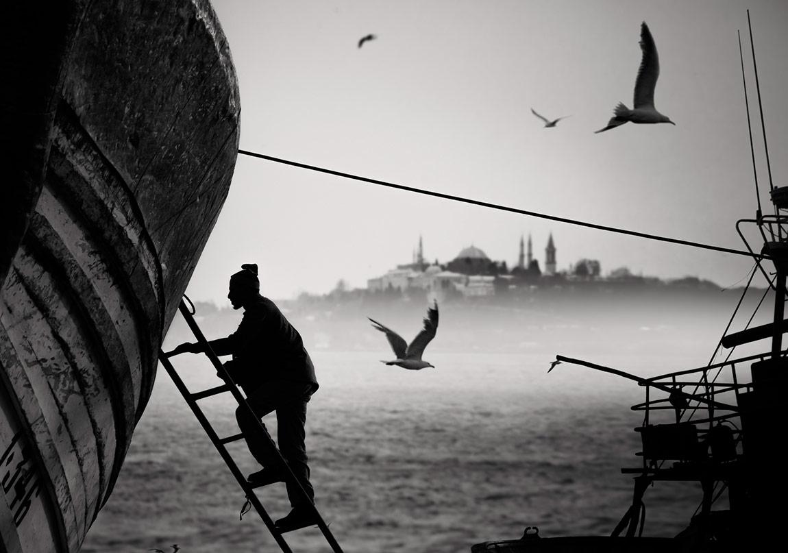 İstanbul'un İçinden Geçenlere: Sorsana Bizi Sevmiş mi?
