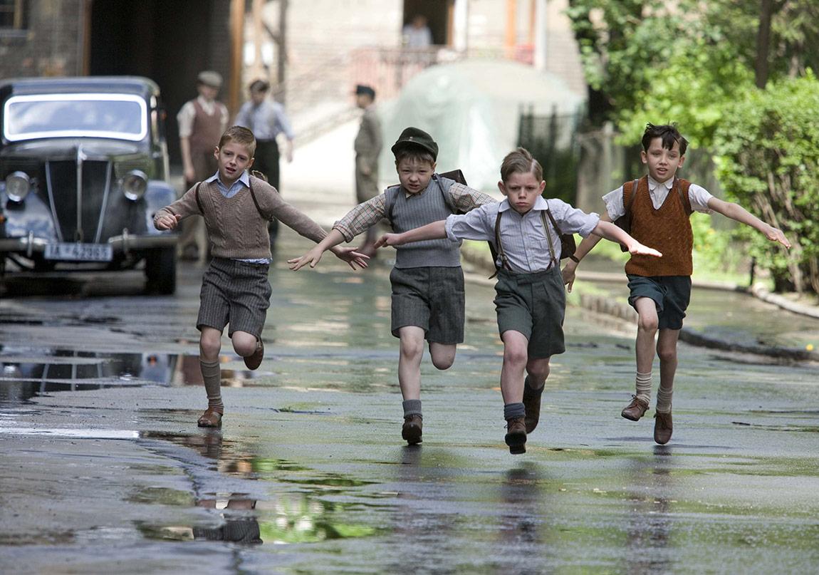 Masumiyetin Yozlaştığı Bir Roman: Zirvenin Dibindeki Çocuk