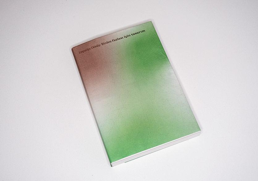 """5. İstanbul Tasarım Bienali'nden """"Empatiye Dönüş: Birden fazlası için tasarım"""" Kitabı"""