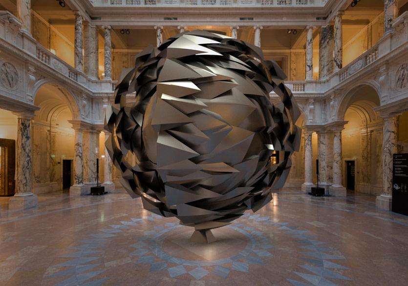 Ken Kelleher'ın Devasa Heykelleri Dijital Dünyayı Sarmalıyor