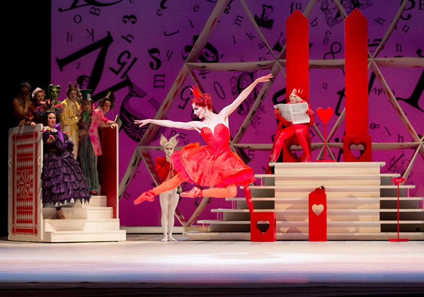 """İngiliz Kraliyet Balesi'nden """"Alice Harikalar Diyarında"""""""