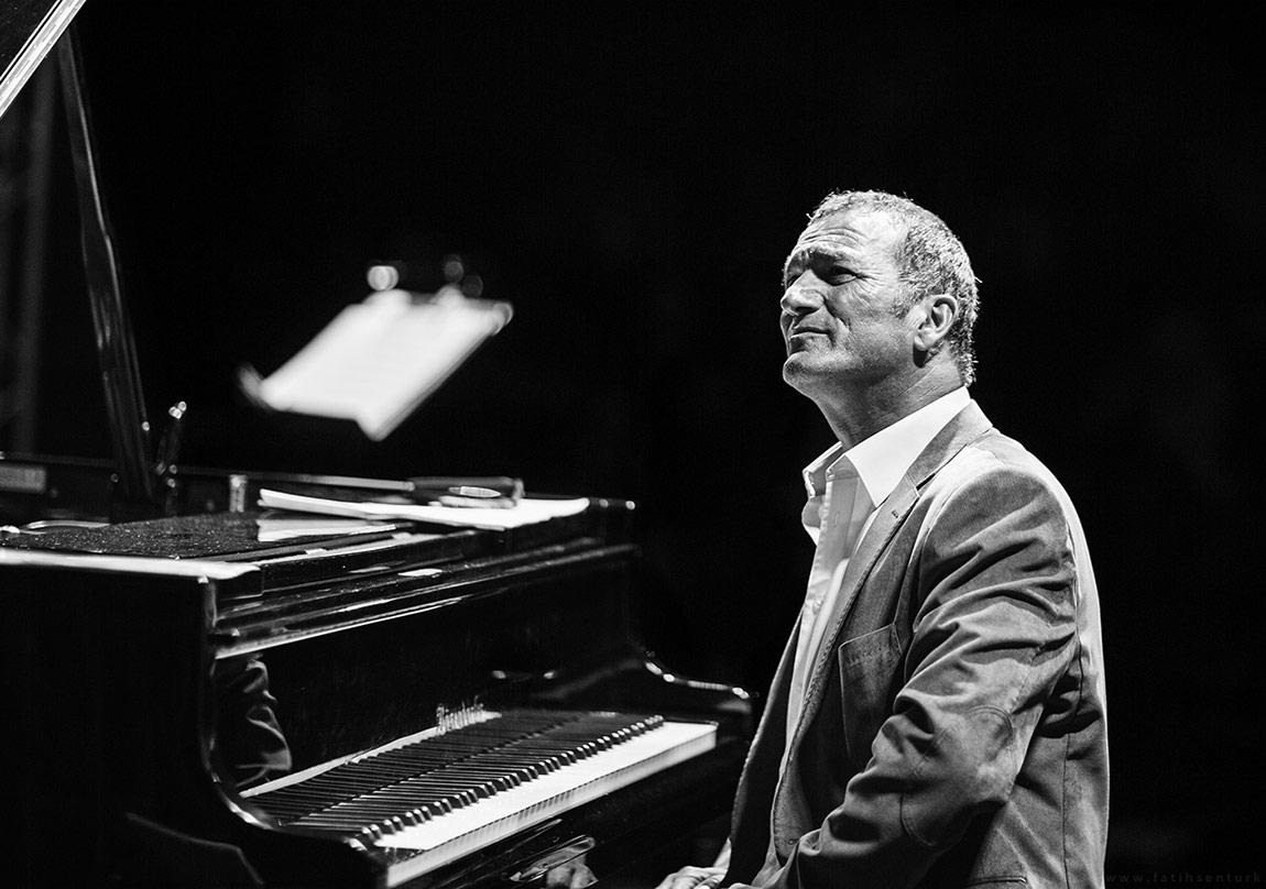 Kerem Görsev Trio ve Ernie Watts Sahne Alıyor