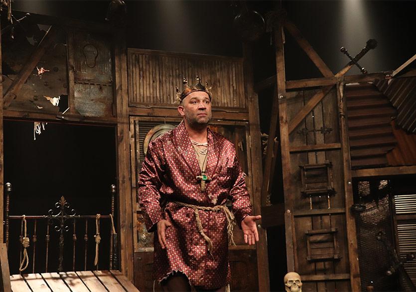 """""""Bir Baba Hamlet"""" Yaz Boyunca Sahnelenecek"""