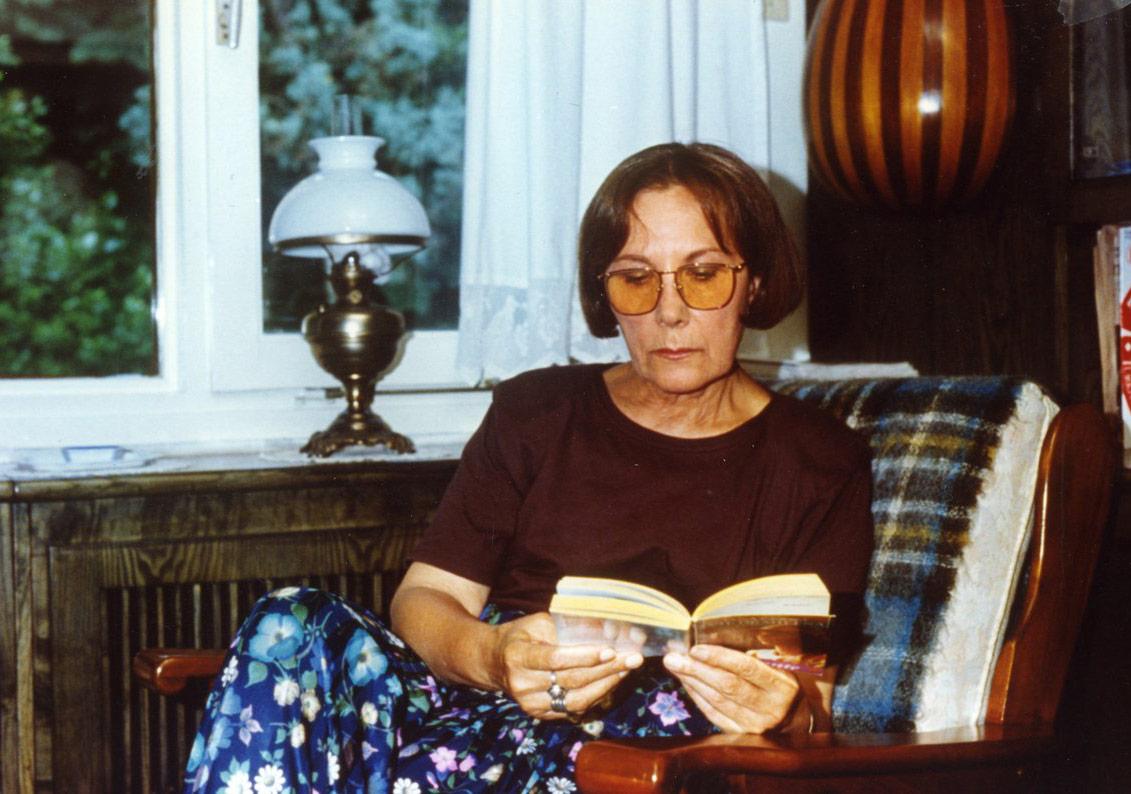Adalet Ağaoğlu'na 2018 Erdal Öz Edebiyat Ödülü