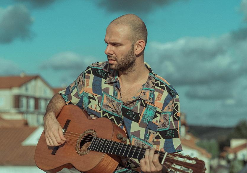 Barlas Tan Özemek İlk Solo Albümüyle Salon İKSV'de