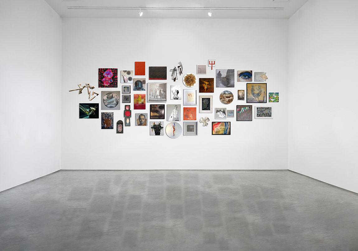 42 Çağdaş Sanatçı Bir Enstalasyonda