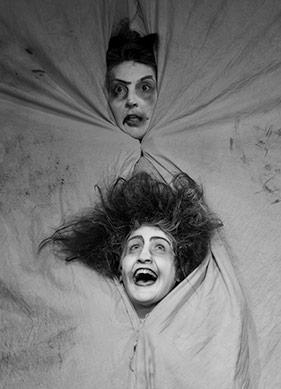 Macbeth'in Absürd ve Eğlenceli Parodisi: Şatonun Altında
