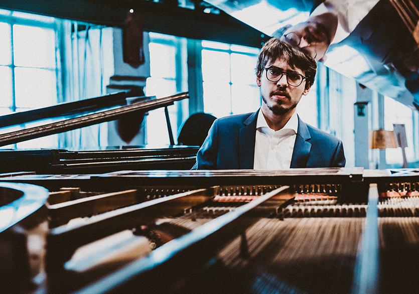 Piyanist Lucas Debargue İş Sanat Konser Salonu'nda
