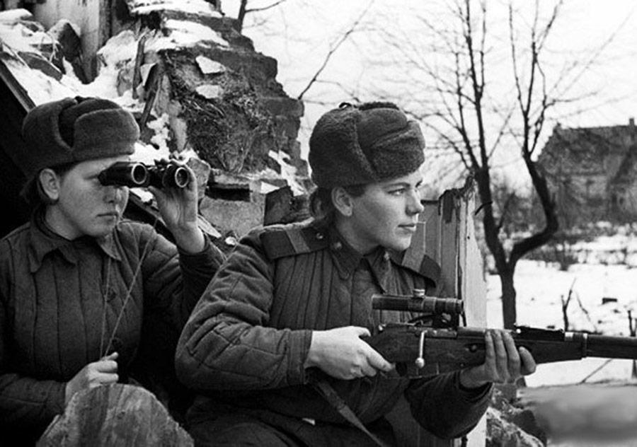 """Aleksiyeviç'ten """"Kadın Yok Savaşın Yüzünde"""""""