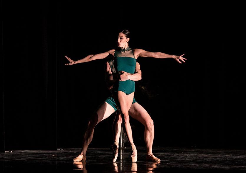 Dans Üçgeninin Orta Yerinde