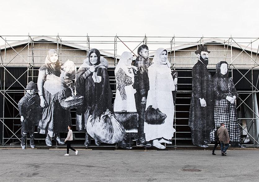 Göçmen Silüetlerinin Koloni Gösterisi