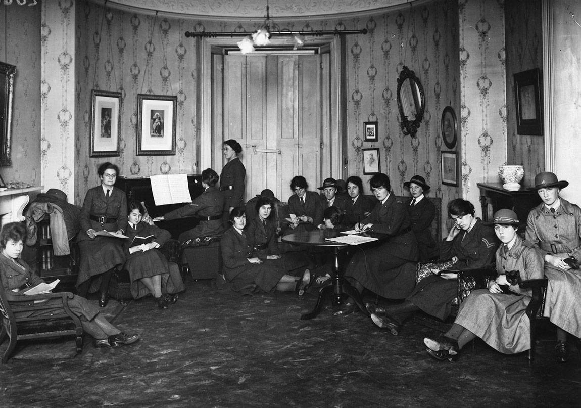 Edebiyatçı ve Sanatçı Kadınlar Üzerine