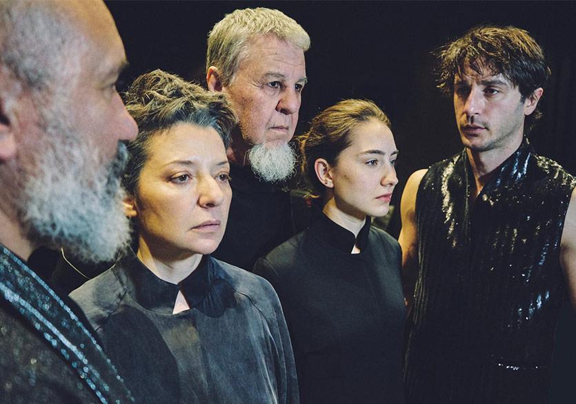 24. İstanbul Tiyatro Festivali Sahnelerde ve Çevrim İçi Platformda Devam Ediyor