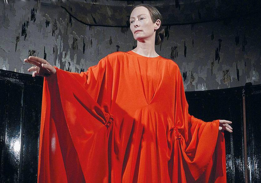 """""""Suspiria"""" Filminden Tilda Swinton'lı Yeni Görsel"""