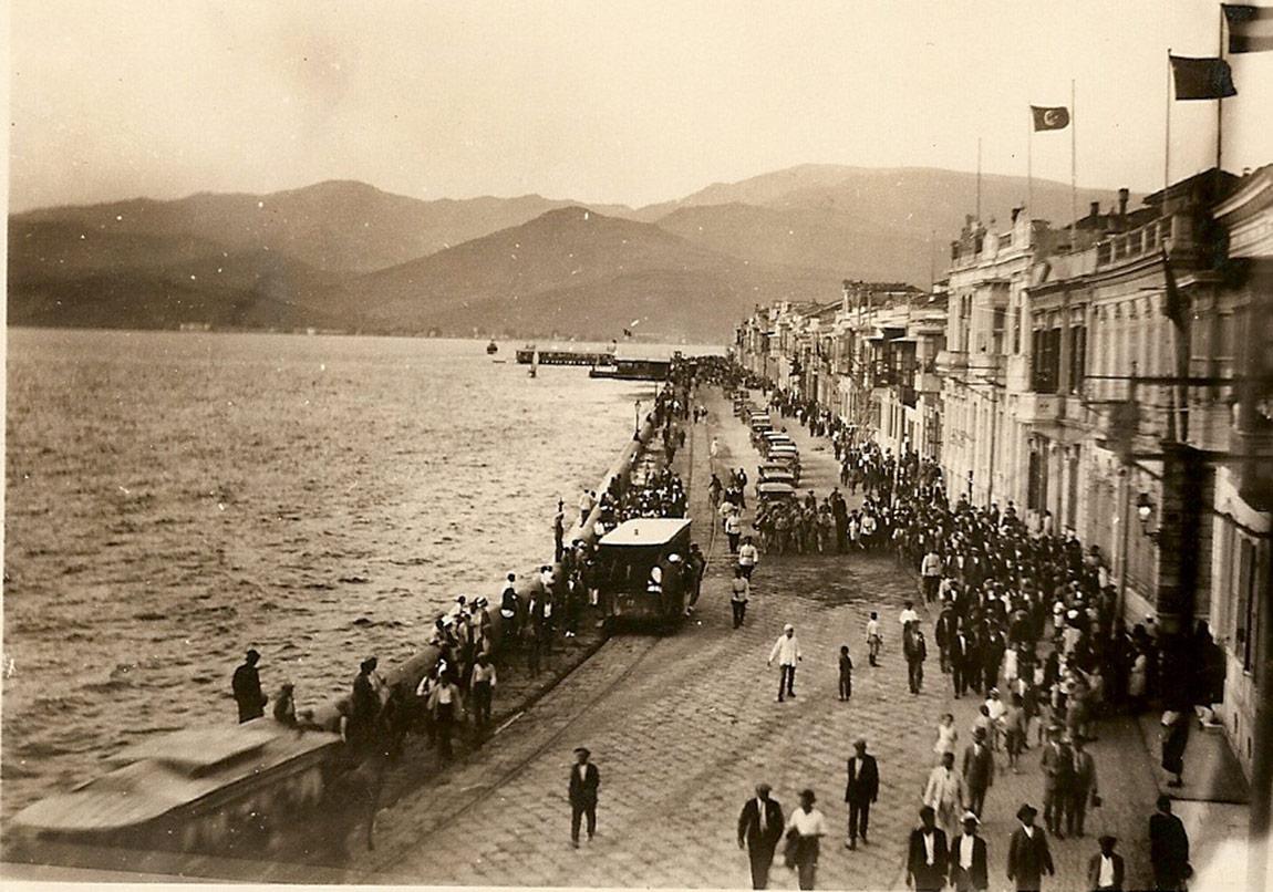 İzmir Hayaletleri Yeniden