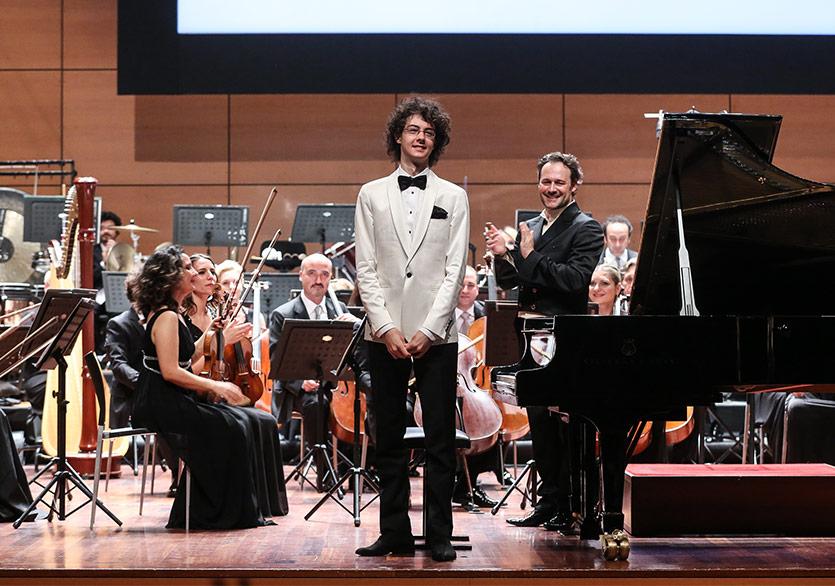 Aydın Gün Teşvik Ödülü'nün Sahibi Piyanist Can Çakmur Oldu