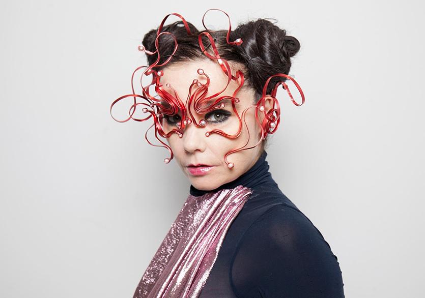 Björk, İzlanda'da Üç Canlı Konser Verecek