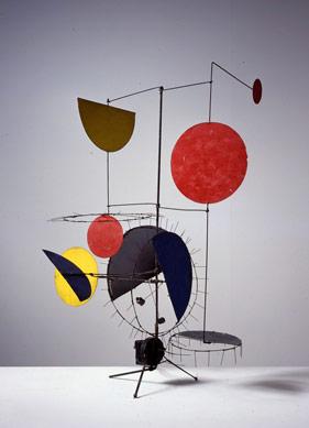Alexander Calder'in İzinden Giden 7 Sanatçının Mobil Heykelleri