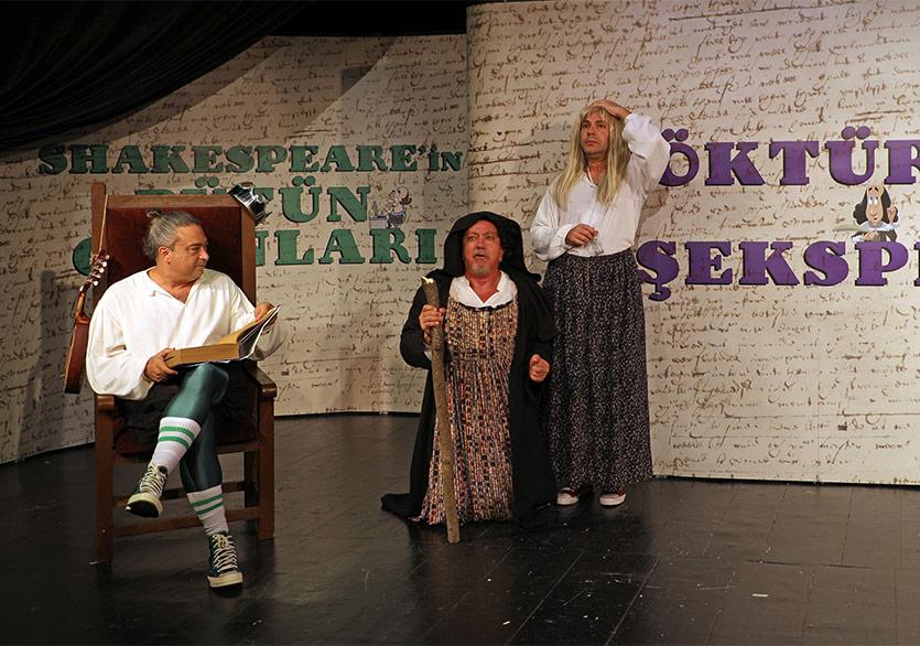 Shakespeare'in Bütün Oyunları Tek Perdede