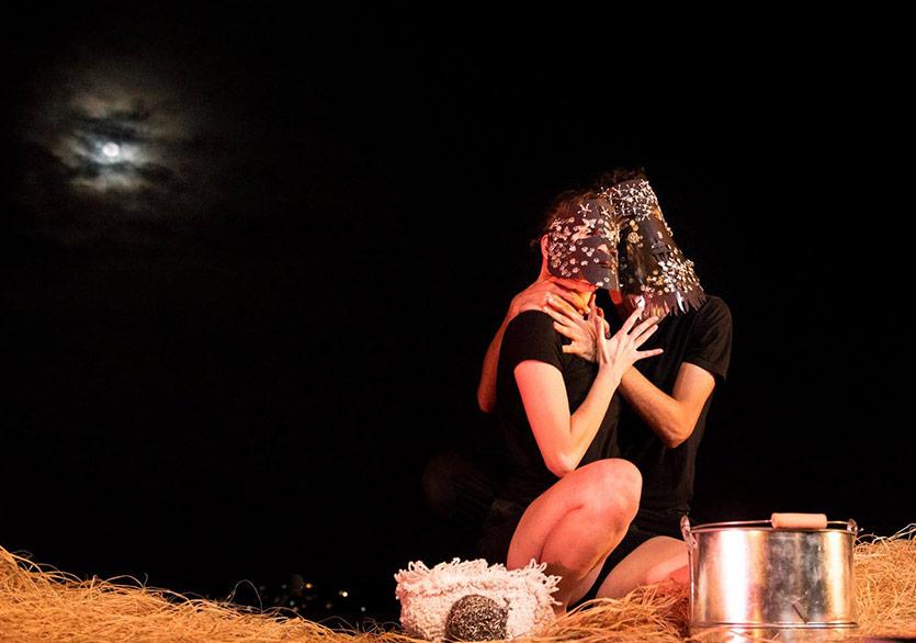 "Bir Mask Tiyatrosu Adaptasyonu ""Punta Atmak"""
