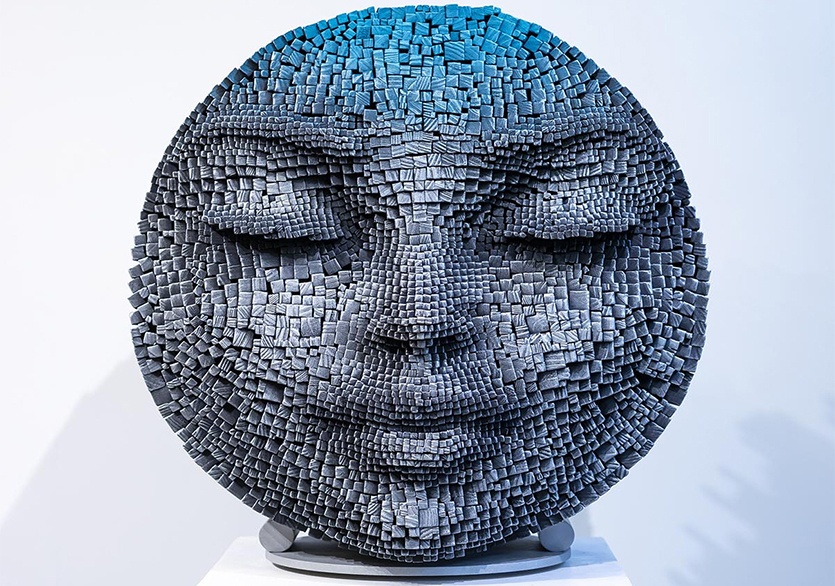 Sanatçı Gil Bruvel'in Tahta Çubuklardan Meditatif Yüzleri
