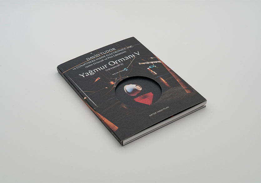 """""""Yağmur Ormanı V (Varyasyon 3)""""e Yakından Bir Bakış Sunan Kitap Yayımlandı"""
