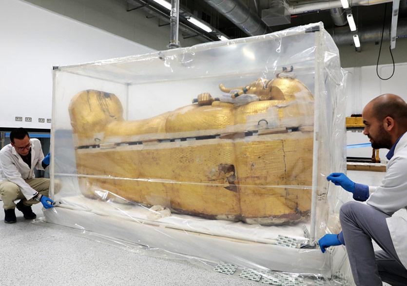 Firavun Tutankhamun'un En Büyük Tabutu Restore Ediliyor
