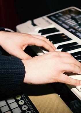 Nihil Piraye: Müzik Bilgiyle Yapılan Bir Şey Değil