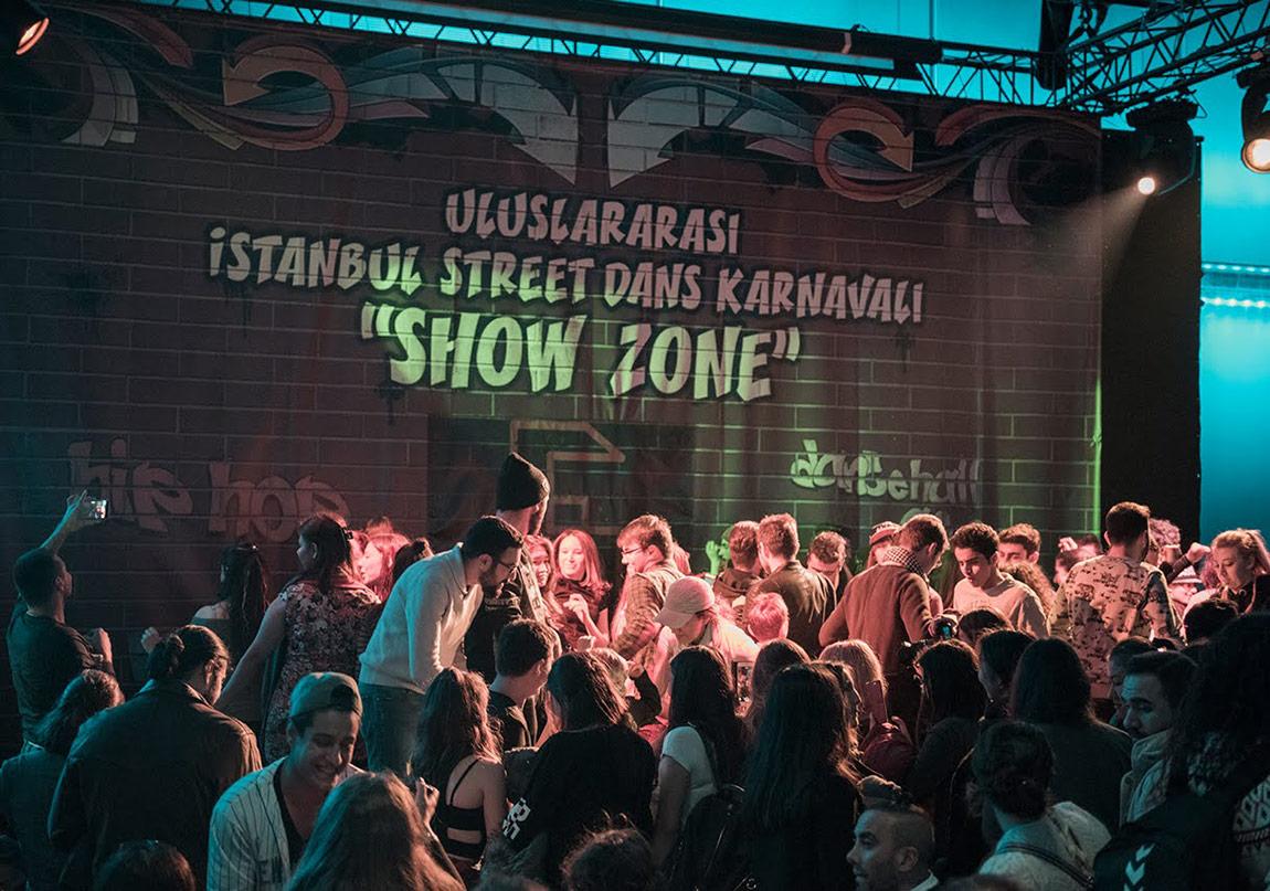 Zorlu PSM'de Dans Tutkunlarını Çağırıyor!