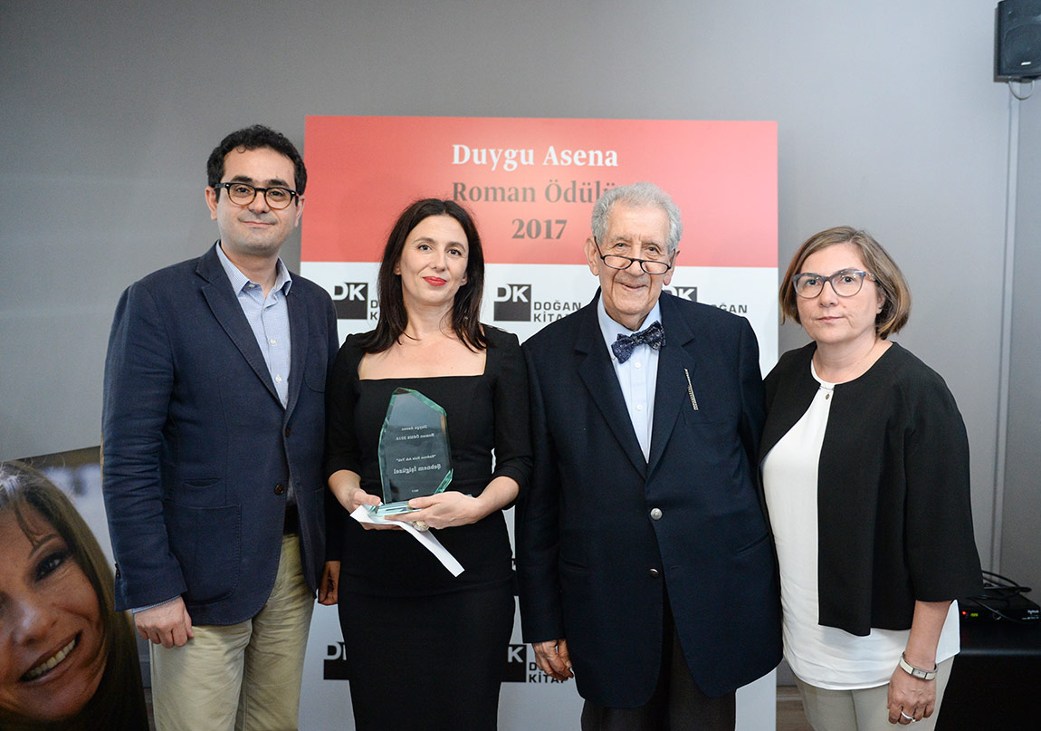 Duygu Asena Roman Ödülü Şebnem İşigüzel'in