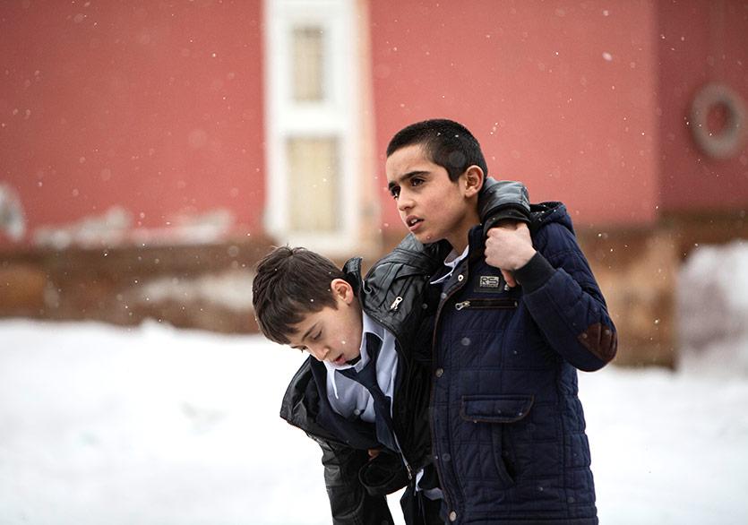 Ferit Karahan'ın Yeni Filmi Okul Tıraşı'nın Afişi ve Fragmanı Yayımlandı