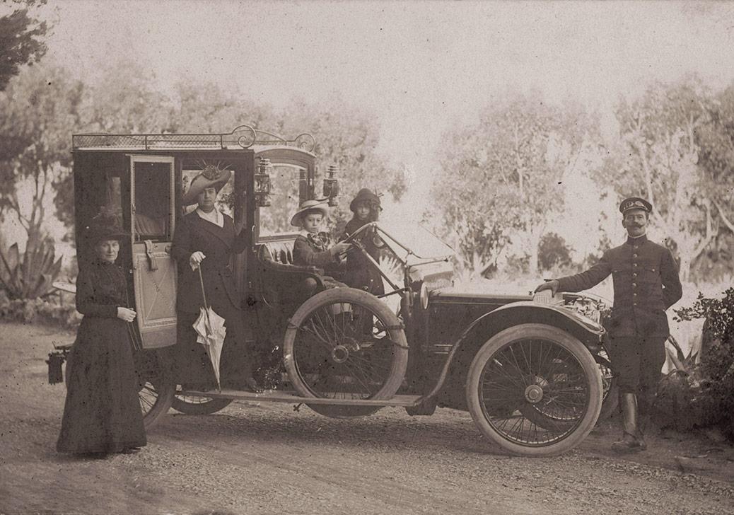 Sabiha Rüştü, annesi Handan Hanım ve kardeşi Ali Nur ile Monako'da, 1910'larSALT Araştırma, Sabiha Rüştü Bozcalı Arşivi