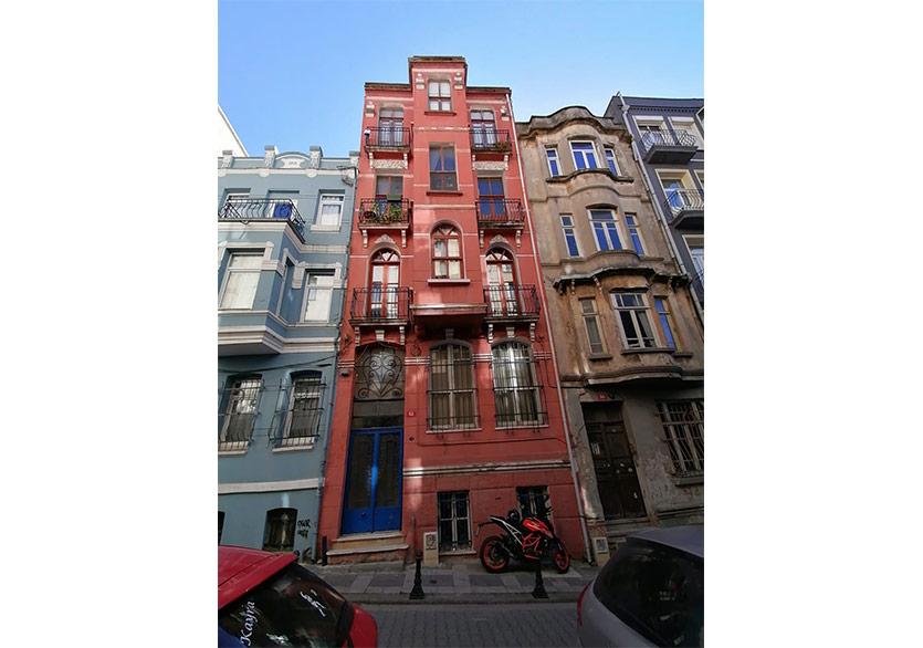 """Sürdürülebilir Bir Kültürel Sistem Önerisi Sunan Sergi: """"Apartman"""""""