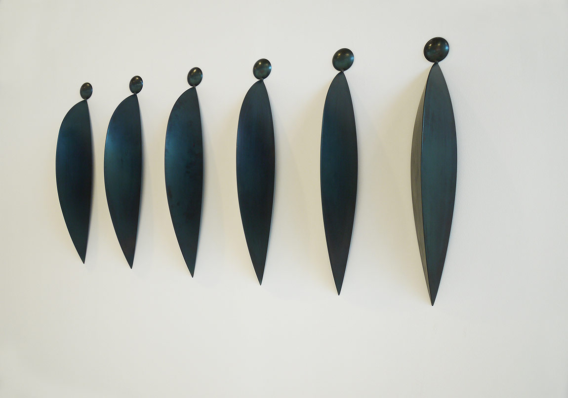 Osman Dinç, Altı Kambur, 2010, çelik, 105 x 20 x 25 cm (her biri)