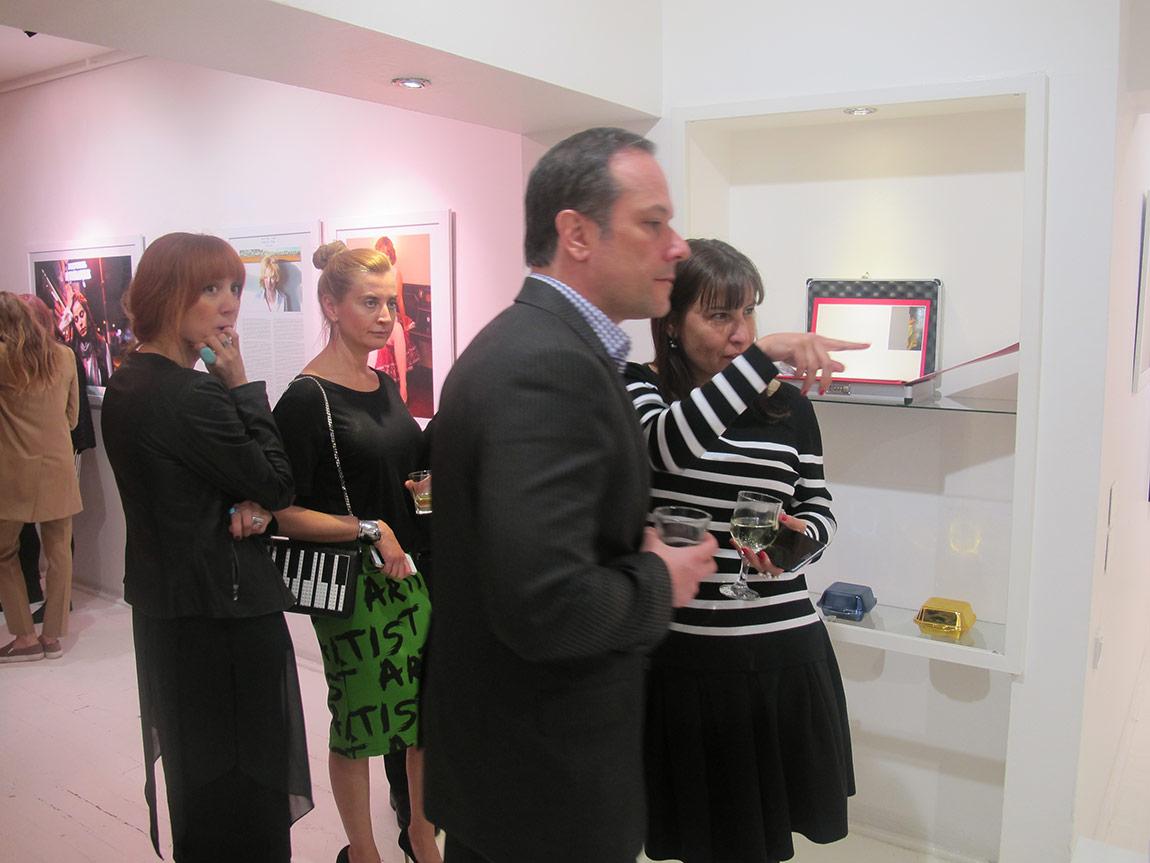 CI Editions Siyah Beyaz Sanat Galerisi'nde