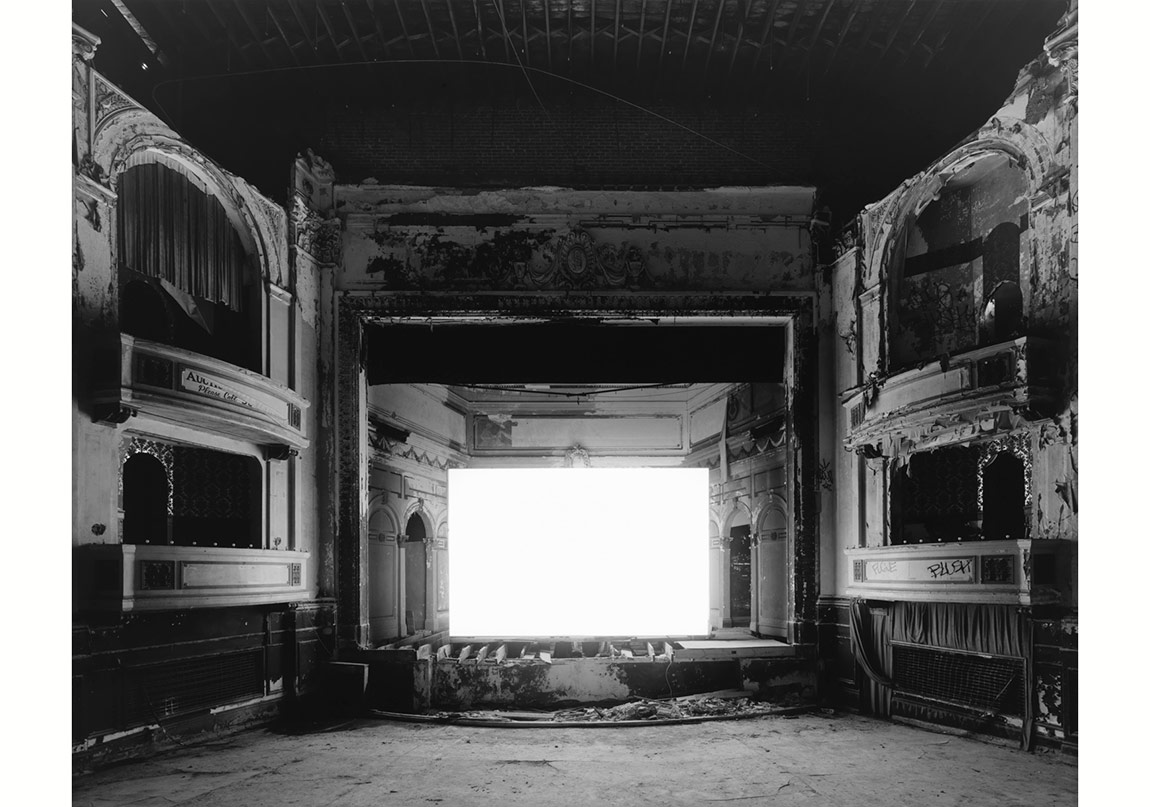 Everett Square Theater, Boston, 2015 © Hiroshi Sugimoto. Fraenkel Gallery, San Francisco izniyle.