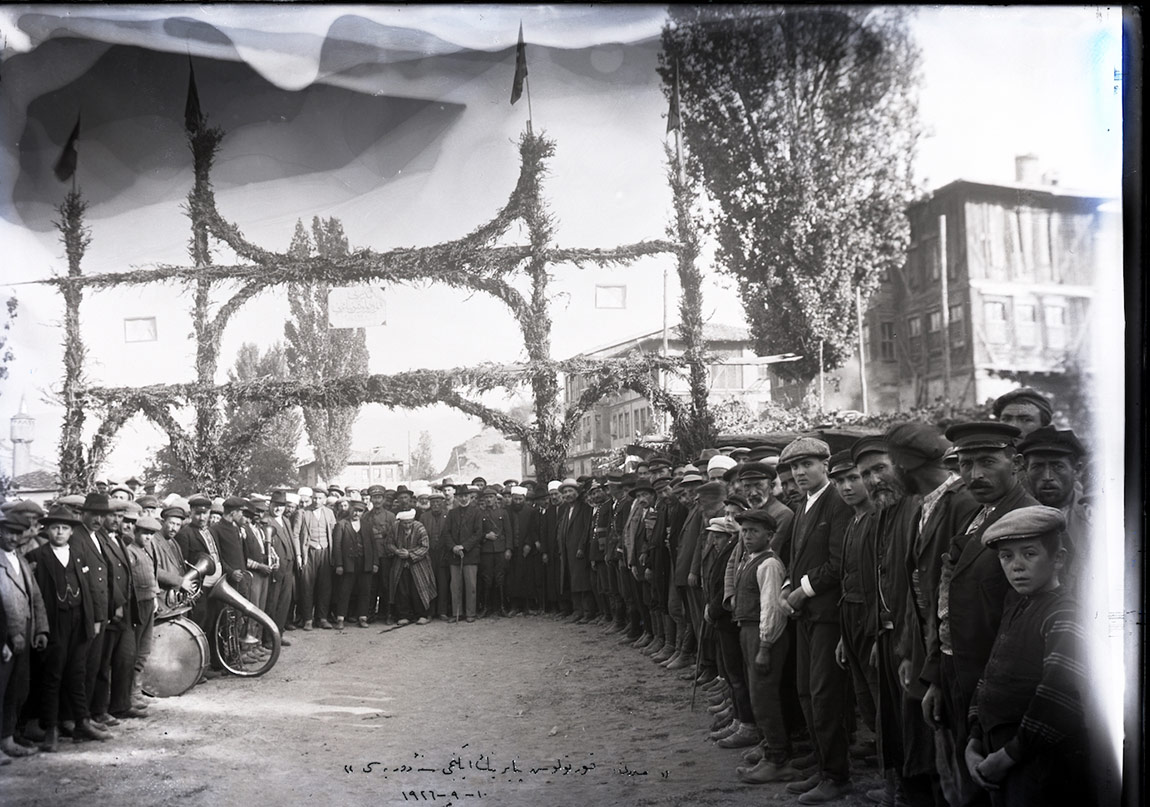 9 Eylül İzmir'in kurtuluşunun yıldönümünde Mudurnu Kurtuluş Panayırı, 10 Eylül 1926