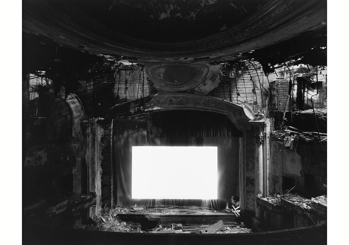 Paramount Theater, Newark, 2015 © Hiroshi Sugimoto. Fraenkel Gallery, San Francisco izniyle.
