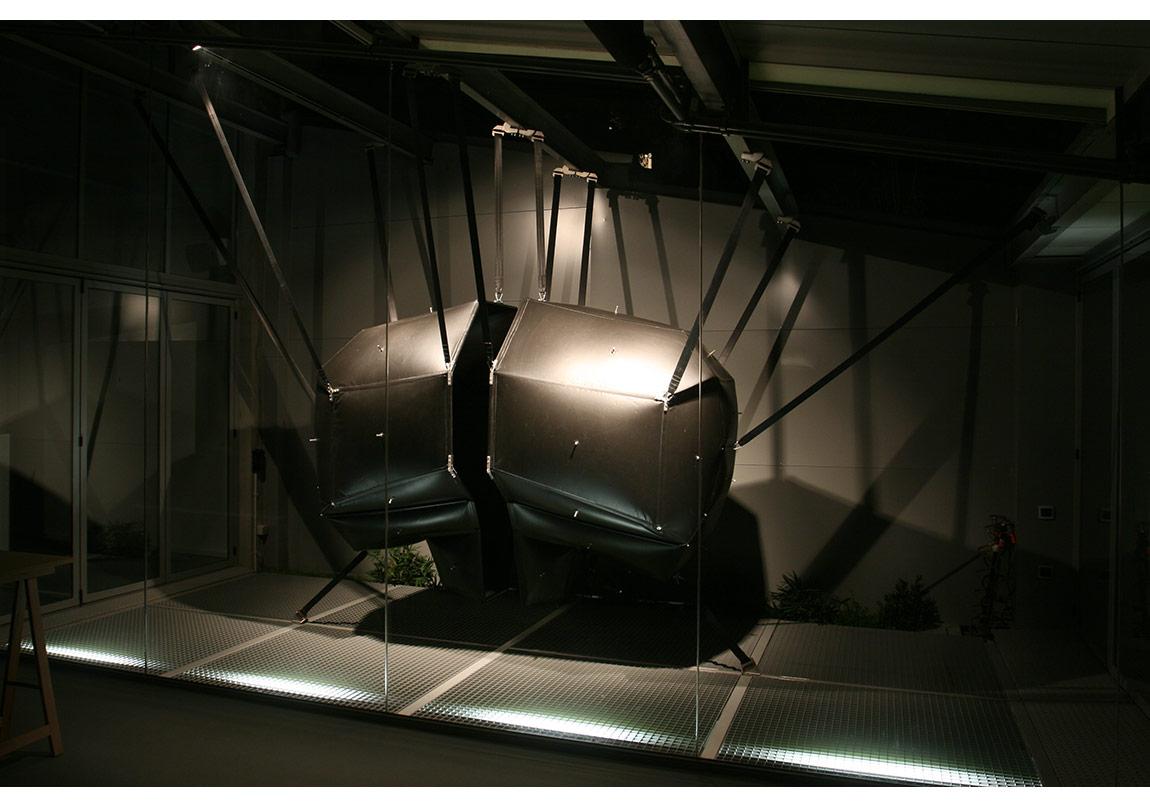 Didier Fiuza Faustino, ZNS (Zenralnervensystem), 170 x 250 x 130 cm, 2006
