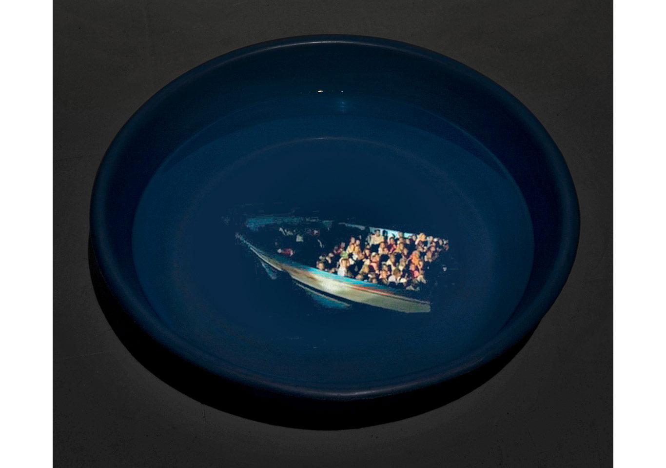Didem Özbek, Breaking The Waves, 2009, Video yerleştirmesi, Osman Bozkurt ile birlikte, Madre Müzesi, Napoli.