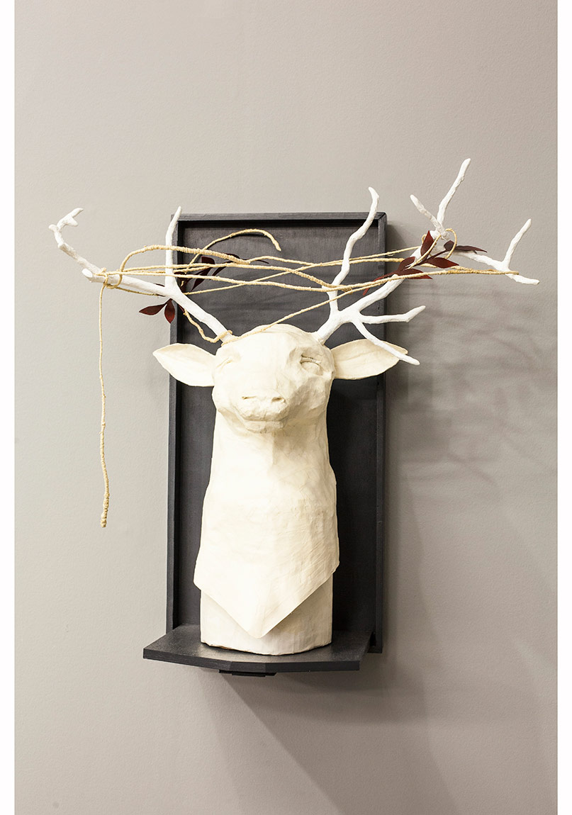"""Trofe / Trophy"", Paper Mache, ahşap, 2014, Daire Galeri© Korhan Karaoysal"