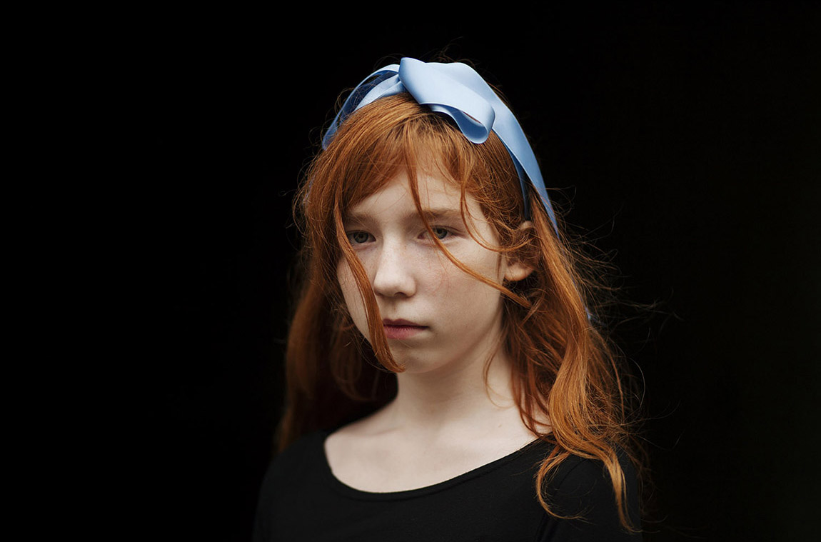 Anni Leppälä_Girl with blue ribbon II