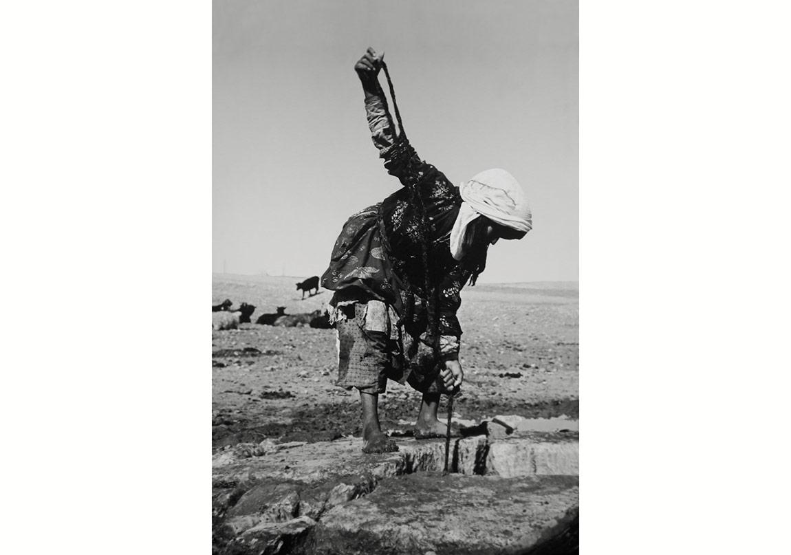 Fikret Otyam, Kuyudan Su Çeken Kadın, Harran, 1970ler