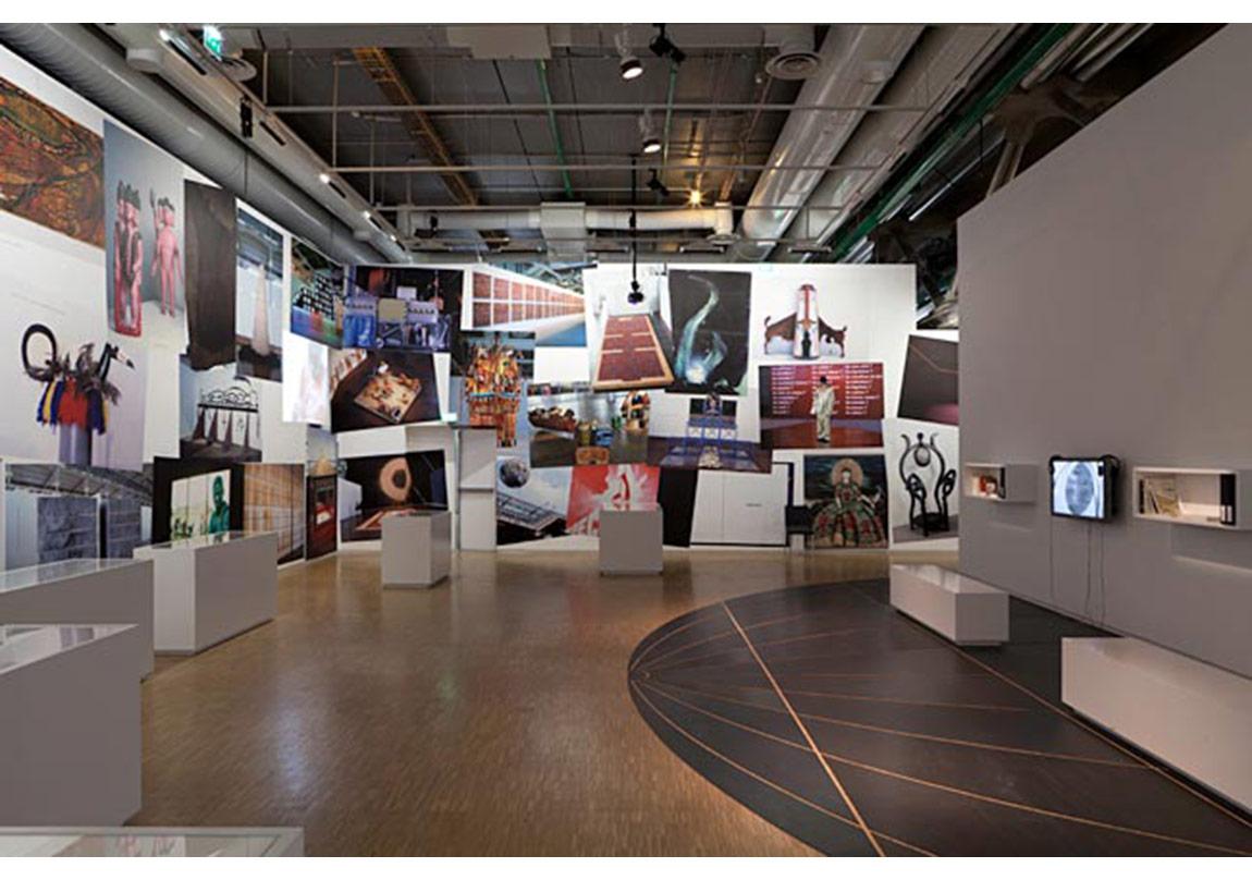 Centre Pompidou, Yeryüzünün Büyücüleri sergisi, 1989