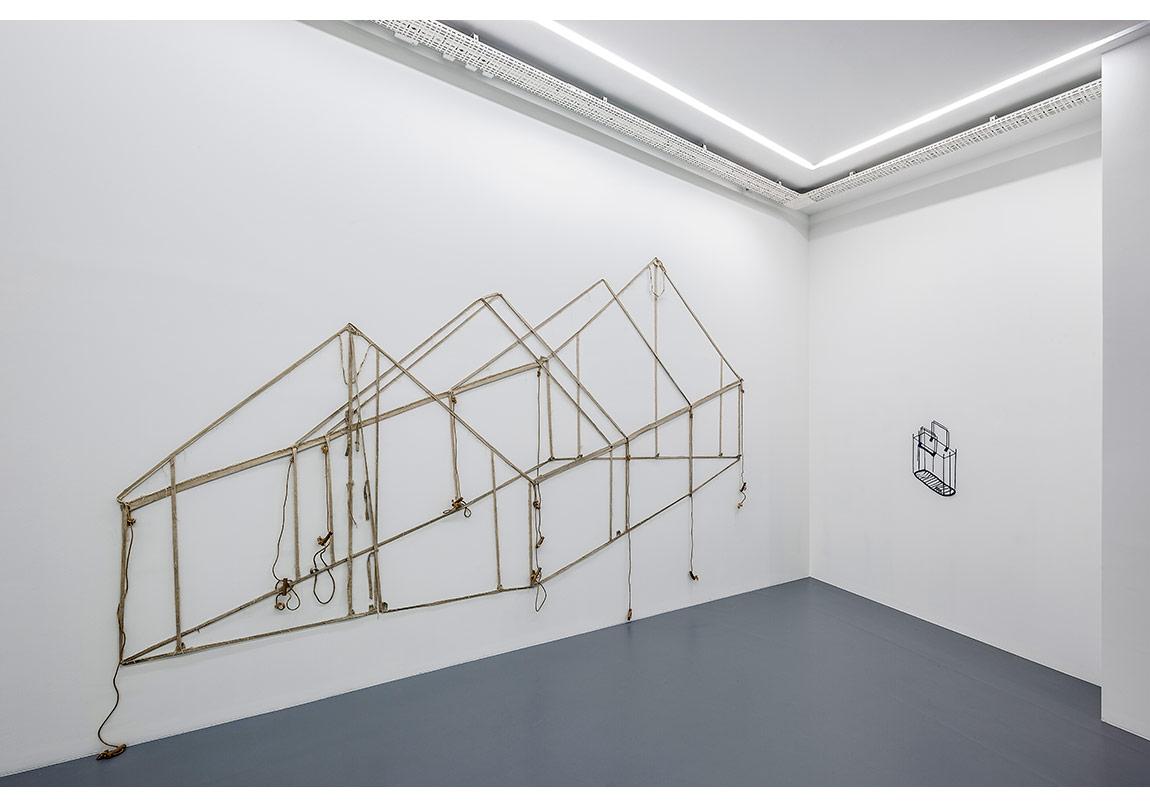 Pip Culbert, Duvar Çadırı 1991,Tuval, tahta, ip, çivi ,Yaklaşık273 x 515 cmCourtesy of Galerie Moi-Farine, Cenevre, İsviçre | Geneva, Switzerland, izniyleFotoğraf: Murat Germen