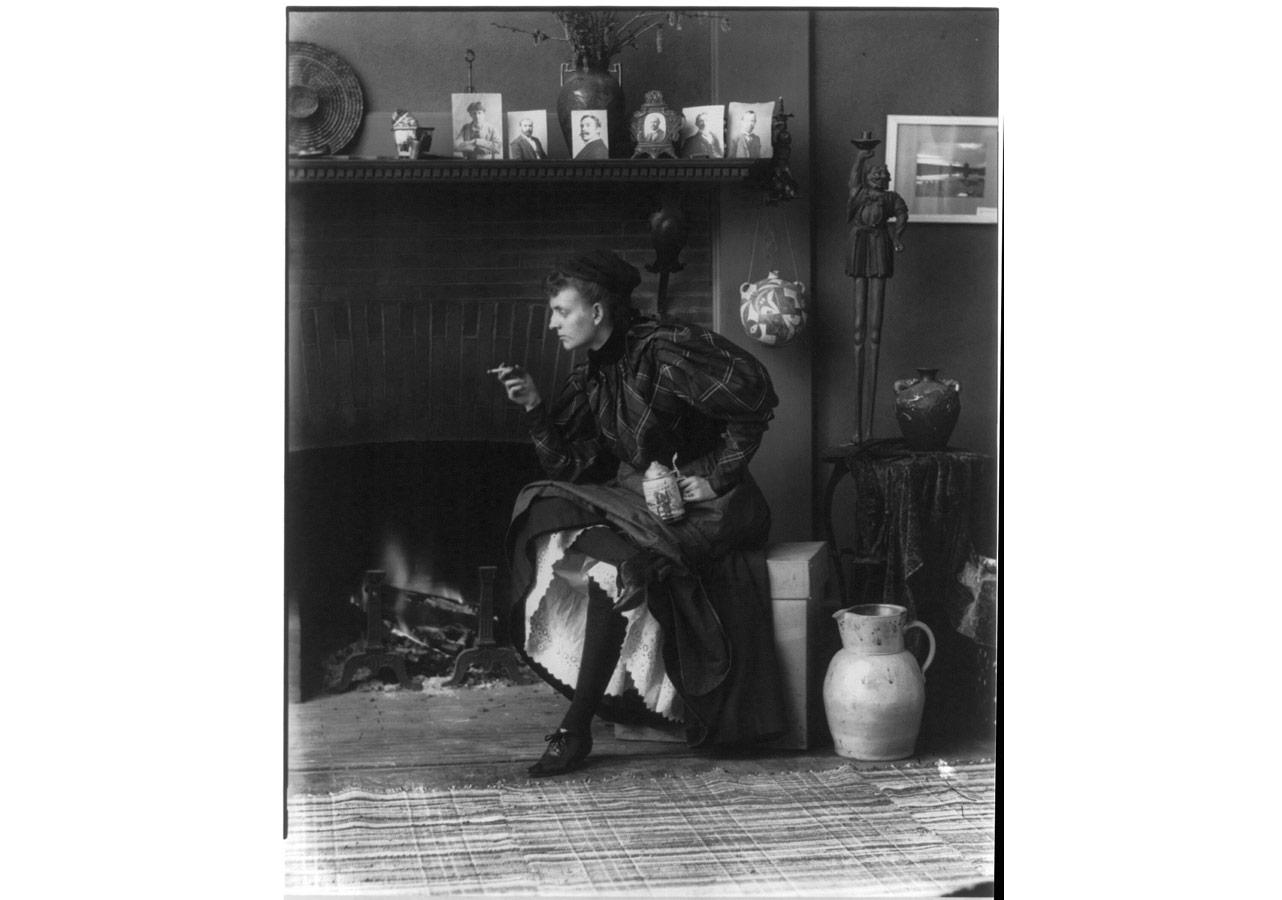 Frances Benjamin Johnston (1864-1952), Atölyede özportre, yaklaşık 1896 © Library of Congress, Prints & Photographs Division [LC-USZ62-64301]