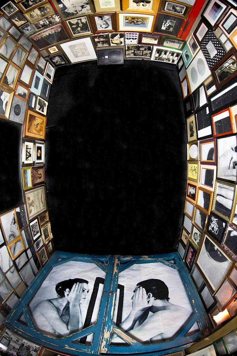 Sinem Dişli, İsimsiz, Enstalasyon, New York, 2014 Fotoğraf, Ahşap, Plexiglass, Cam, Metal, Silikon