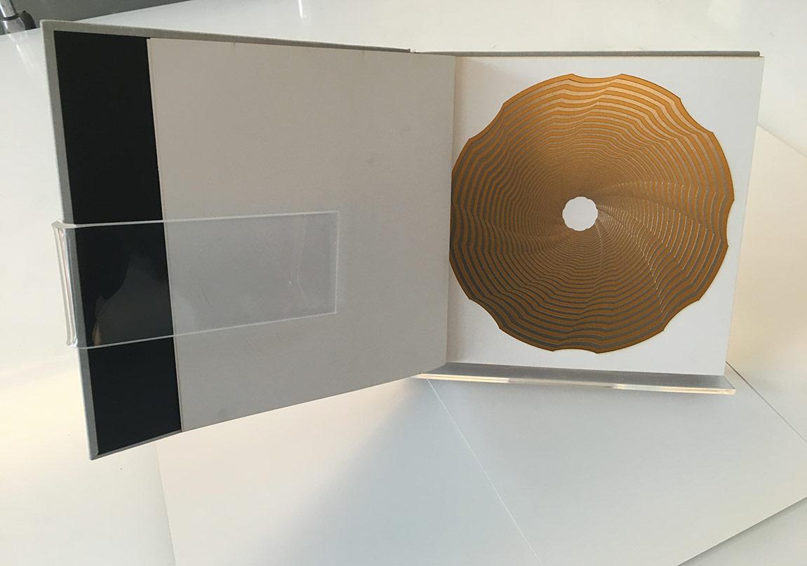 Seçkin Pirim, Kütüphane Heykeli / Library Sculpture, 100 parça kağıt kesim ve el yapımı ciltleme / 100 pieces paper cut and hand made bookbinding, 28x36x5 cm ,2014